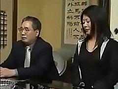 azijos gang bang in sex chair milf gauna pakliuvom 2 vyrai, o jos vyras buvo žiūrėti į šalia durų - remilf.com