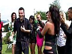 Enjoyment video pesni titanik party with hot sweethearts