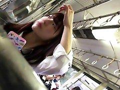 JK バス 盗撮 パンチラ asian schoolgirl got voyeured