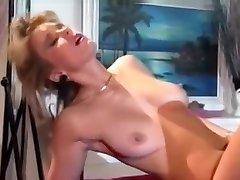 stiilne blond alasti ja ratsutamine cock