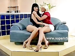 Beautifull pair of lesbian babes with hot amazing bodies touching