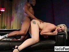 sexy nadia aunty mall uzskata par melnu bbc