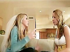 Seksīga blondīne līgava Brynn Tailers ir joga jorden augšu, tad iemasē un fucked