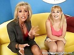 माँ और बेटी मुर्गा चूसना और भाड़ में जाओ