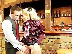 female school teacher sex europos šviesūs gauna pakliuvom ant baro taburetės