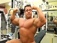 3 Bodybuilders fuck in the gym