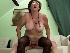 Insatiable sex vetmam keeps her real voyuer pissing on for fucking