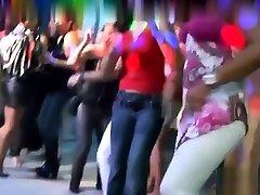 skupinska seksualna blaznost ti prinese skupinski seks porno posnetek