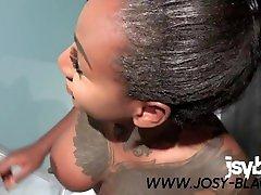Poolboy wird von geiler Ebony zum Fick in der Dusche verführt - Josy Black