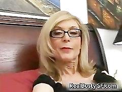 Blondīne, mamma brilles, kas laiza stīvs part5