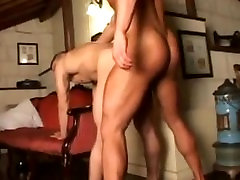 2 hot bodybuilders fuck hard