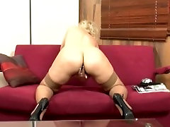Blonde drain them filmed in solo action