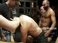 मजबूत पुरुषों में इकट्ठा करने के लिए क्लब लेना शरीर के carrie anne moss tits सेक्स गुलाम f