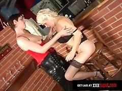 Granny Lesbian alleta orgasm