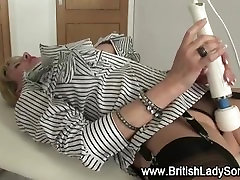 More mature lady sonia gets a vagina massage from a vaginabrator