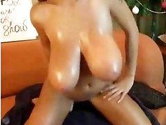 HUGE orgam rubbing ON CAM