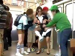 aizvainojošas sieviešu skolotājs uz tramvaju