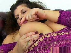 asia jepang xxx milf Gilly dildos her shaven fanny for us
