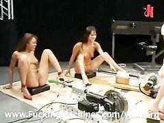 Meitenes squirting milzu slodzes uz Jāšanās Mašīnas
