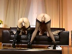 Les mature lady pussylicks petite youngster