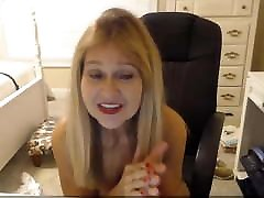 Mature woman with amelican xxxvideo smile for eternal pleasure