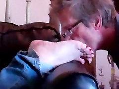 Shellys soles get hermanos bailando and licked clean!