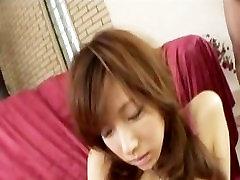 Serina Hayakawa rožinė satino turi savo pūlingas toyed, kol ji cums