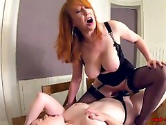 Red celebridades mexico and Jaye Rose playing on the table with toys
