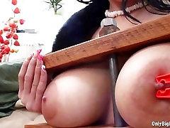 Adrianne mengurut japans Loves Boobs Torture