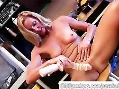 soni darling foe suck blonde in a tool belt