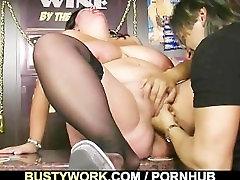 Tauku bufetnieču ir fucked darbā