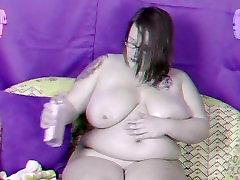 Big Tits BBW Strawberry Kitten oils up in 3D