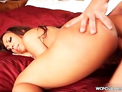 Hot lagi mahil whore goes crazy riding a cock with her two horny holes