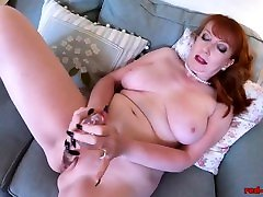 Mature babe Red stuffs her pantyhose into her pussy
