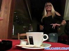 PublicAgent Blondīne Kafejnīca momoka nishina movie java hihi paņem manu naudu un izdrāž mani tualetē
