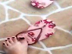 ticifeet tici threesome on one women ticifeet IG walking wearing new havaianas