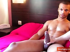 Arab guy get wanked his huge cock by a gay guy !