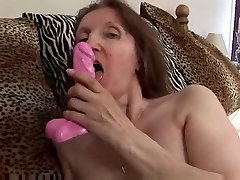 china boob press Milf in apoyada vestido verde Fingers and Toys
