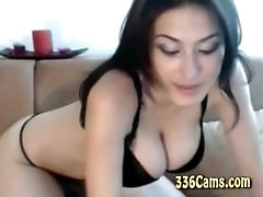 Big Tit Babe Show Het Boobes On Webcam