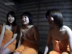 Jap girls compare White and asian hotel shower dick