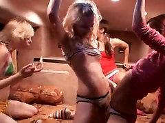 Girly fantāzijas īpašu porno autobusu
