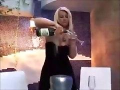 Pamella Butt Smoking