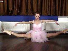 Agata Berezka super flexible spreads