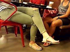 viņas seksīgās kājas, sexy kājām nasik india sex videos zem galda