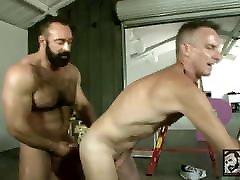 Daddy Scott Gets Muscle Bear Brad Kalvo&039;s Fat Cock