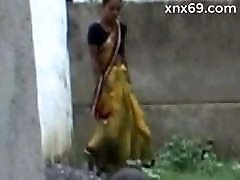 meitene izpaužas pissed un fucked pēc mitrināt viņas apakšbiksītes