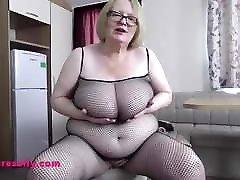 Big spy camur mom and belly Granny masturbates in fishnet