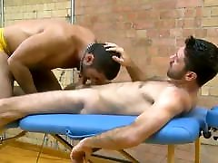 galzuu pornoo shuud vzex mutual fuck on a massage table