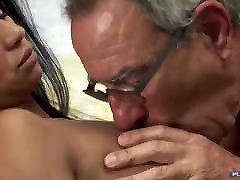 raguotas senelis & amp; jaunos moterys-sušikti šventė