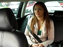 Pierced pussy amateur fucked in taxi